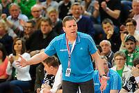 Trainer Alfred Gislason (THW) verfolgt ungläubig das Spiel