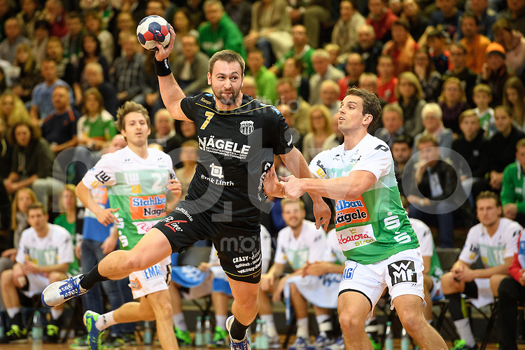 links Marcel Hess (Pfadi) im Sprungwurf, gegen rechts Adrian Pfahl (FAG)