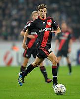 FUSSBALL   CHAMPIONS LEAGUE   SAISON 2011/2012   GRUPPENPHASE Bayer 04 Leverkusen - FC Chelsea    23.11.2011 Daniel SCHWAAB (Leverkusen) Einzelaktion am Ball