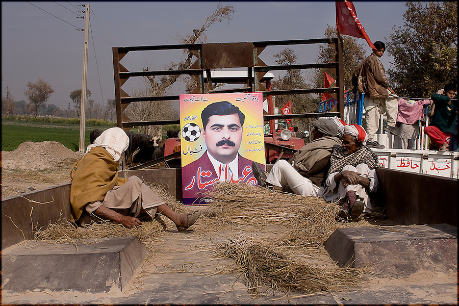 Okara, Punjab, Pakistan, 2008. A roup of landless peasants prepare to take out a political rally in support of their candidate - one of their own, mehr abdul sattar foot, who is in fact the first political candidate for the punjab provincial assembly from this community of the landless