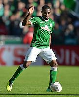 FUSSBALL   1. BUNDESLIGA   SAISON 2013/2014   7. SPIELTAG SV Werder Bremen - 1. FC Nuernberg                    29.09.2013 Cedrick Makiadi (SV Werder Bremen) Einzelaktion am Ball