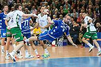 Igor Anic (VFL) wirft am Kreis, links Momir Rnic (FAG)