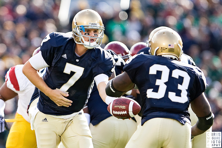 10/17/09 - South Bend, IN:  Notre Dame quarterback Jimmy Clausen hands off to running back Robert Hughes during their game against USC at Notre Dame Stadium on Saturday.  USC won the game 34-27 to extend its win streak over Notre Dame to 8 games.  Photo by Christopher McGuire.