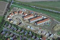 Deutschland, Schleswig- Holstein, Glinde, Neubaugebiet, Wiesenfeld, Reihenhaus und Einzelhausbaustelle