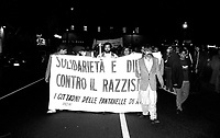 Roma  Settembre 1990.Ex Pastificio Pantanella occupato da centinaia di immigrati asiatici provenienti dal Pakistan e Bangladesh..Mazufar Ali Khan pakistano, detto  Sher Khan  leader degli immigrati della pantanella  guida un corteo di protesta degli immigrati della pantanella.Roma October 1990.Ex Pastificio Pantanella occupied by hundreds of Asian immigrants from Pakistan and Bangladesh..Mazufar Ali Khan of Pakistan, said Sher Khan, leader of the immigrants Pantanella, leads a protest march for immigrants Pantanella