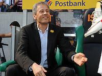 FUSSBALL   1. BUNDESLIGA   SAISON 2011/2012    7. SPIELTAG Borussia Moenchengladbach - 1. FC Nuernberg         24.09.2011 Trainer Lucien FAVRE (Moenchengladbach) nimmt vor dem Spiel Platz auf der Trainerbank