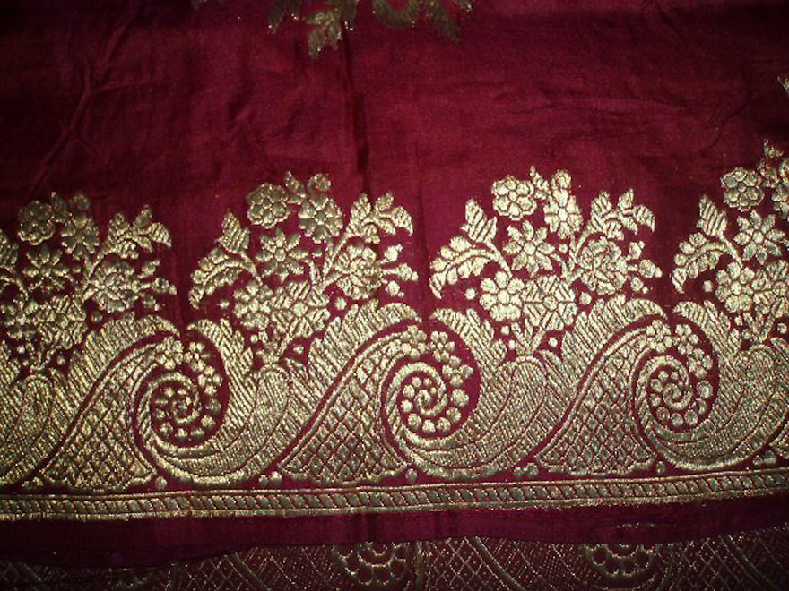 "ANTIQUE BRIDAL BANARASI SARI WITH REAL ZARI AND TEXT BLESSING FOR THE BRIDE ""SADAA SAUBHAGYAVATI BHAVAH"" MAY YOU ALWAYS REMAIN A BRIDE"
