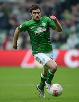 FUSSBALL   1. BUNDESLIGA   SAISON 2012/2013    24. SPIELTAG SV Werder Bremen - FC Augsburg                           02.03.2013 Sokratis Papastathopoulos (SV Werder Bremen) Einzelaktion am Ball