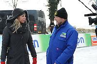 SCHAATSEN: NOORDLAREN: 18-01-2017, IJsvereniging De Hondsrug, de eerste marathon op natuurijs van 2017, Nicolette Kluijver, ijsmeester Gezienus van Iren, ©foto Martin de Jong