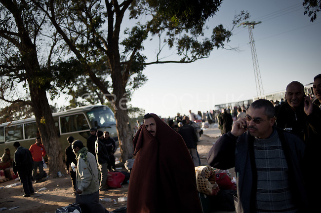 © Remi OCHLIK/IP3 -   RA'AS AJADIR, Tunisia, Feb. 25 -- Thousands of foreigners have fled Libya's chaos into Tunisia but many more are trapped, international observers say. Laurence Hart, chief of mission in Libya for the International Organization for Migration, said Friday more than 6,700 Tunisians have crossed the border at Ra'as Ajadir, along with Egyptians, Turks, Chinese and others.More than 2,000 Egyptians crossed the border Thursday night, said Malek Mayhoub, head of civil defense in Ra'as Ajadir. A local official said many complained the Egyptian Embassy in Tunis was not helping them. Egyptair flew 600 Egyptians out Thursday..