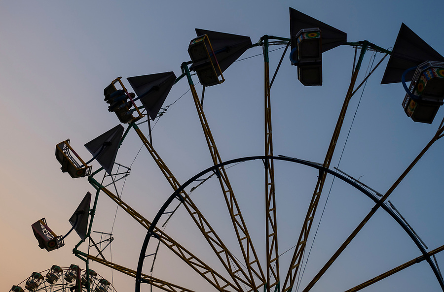 PUSHKAR, INDIA - CIRCA NOVEMBER 2016:  Ferris Wheel in Pushkar during the Pushkar Camel Fair.  It is one of the world's largest camel fairs. Apart from the buying and selling of livestock, it has become an important tourist attraction.