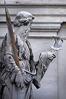 Statue Saint Paul in St. Peter's Square at the Vatican.Pope Francis  during his weekly general audience in St. Peter square at the Vatican, Wednesday.November 18, 2015.