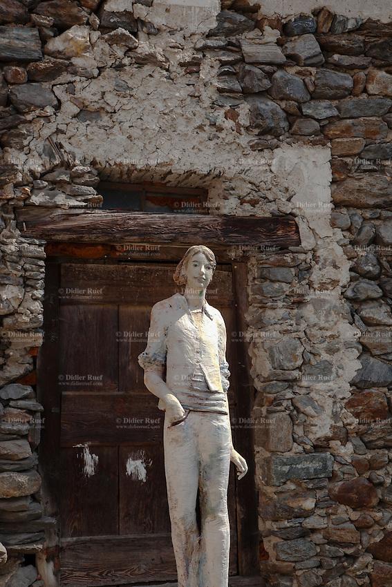 Ticino lavizzara valley peccia art sculpture stone