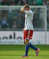 FUSSBALL   1. BUNDESLIGA   SAISON 2012/2013   2. Spieltag SV Werder Bremen - Hamburger SV                     01.09.2012         Artjoms Rudnevs (Hamburger SV) ist nach dem Abpfiff enattesucht