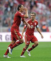 FUSSBALL   1. BUNDESLIGA  SAISON 2011/2012   7. Spieltag FC Bayern Muenchen - Bayer 04 Leverkusen          24.09.2011 Jubel nach dem Tor zum 2:0 Daniel van Buyten , Philipp Lahm (v. li., FC Bayern Muenchen)