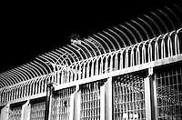 Il Centro di permanenza temporanea (CPT), ora denominato Centri di identificazione ed espulsione (CIE), per immigrati di Ponte Galeria a Roma.Un immigrato protesta contra la detenzione