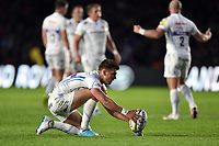 Henry Slade of Exeter Chiefs lines the ball up for a kick at the posts Aviva Premiership match, between Harlequins and Exeter Chiefs on April 14, 2017 at the Twickenham Stoop in London, England. Photo by: Patrick Khachfe / JMP