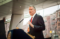 New York Mayor Bill de Blasio briefs the media at a press conference on 2016 crime statistics at the Brooklyn Museum on Wednesday, January 4, 2017. 2016 annual shooting incidents fell below 1000 for the first time ever as well as the lowest incidences of reported crime since the introduction of Compstat. (© Richard B. Levine)