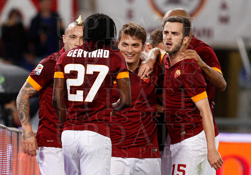 Calcio, Serie A: Roma vs Inter. Roma, stadio Olimpico, 30 novembre 2014.<br /> Roma&rsquo;s Gervinho, second from left, celebrates with teammates after scoring during the Italian Serie A football match between AS Roma and FC Inter at Rome's Olympic stadium, 30 November 2014.<br /> UPDATE IMAGES PRESS/Riccardo De Luca