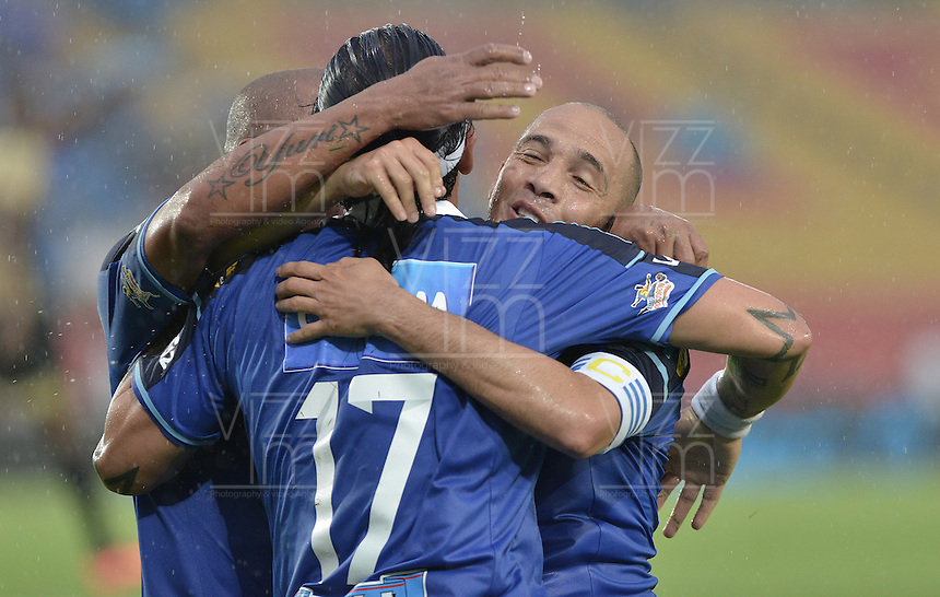 BOGOTÁ -COLOMBIA, 16-03-2014. Jugadores de Millonarios celebran un gol en contra del Itaguí durante partido por la fecha 11 de la Liga Postobón  I 2014 jugado en el estadio Nemesio Camacho el Campín de la ciudad de Bogotá./ Millonarios players celebrate a goal against Itagui during for the 11th date of the Postobon  League I 2014 played at Nemesio Camacho El Campin stadium in Bogotá city. Photo: VizzorImage/ Gabriel Aponte / Staff