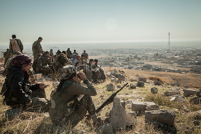 13/11/2015-- Iraq,Sinjar -- Some of the YPG fighters staying at the top of the mountain after entering Sinjar to make sure there is no threat left.