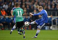 FUSSBALL   CHAMPIONS LEAGUE   SAISON 2013/2014   GRUPPENPHASE FC Schalke 04 - FC Chelsea        22.10.2013 Christian Clemens (li, FC Schalke 04) gegen Andre Schuerrle (re, FC Chelsea)