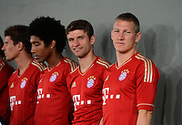 FUSSBALL     1. BUNDESLIGA     SAISON  2012/2013     30.07.2012 Fototermin beim  FC Bayern Muenchen  Dante, Thomas Mueller , Bastian Schweinsteiger (v. li.)