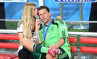FUSSBALL WM 2014                       FINALE   Deutschland - Argentinien     13.07.2014 DEUTSCHLAND FEIERT DEN WM TITEL: Torwart Roman Weidenfeller mit Freundin Lisa Rosenbach und Telefon.