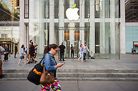An Apple store on Fifth Avenue in New York on Tuesday, April 19, 2016.  (© Richard B. Levine)