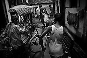HUMAN HORSES - CYCLE RICKSHAWS OF CALCUTTA