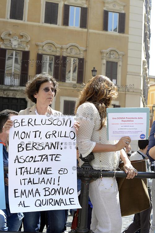 Roma, 19 Aprile 2013.Piazza Montecitorio.Proteste fuori del Parlamento durante la Votazione del Presidente della Repubblica..Per Emma Bonino Presidente