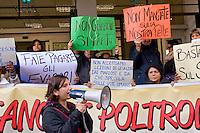 Roma, 09 Dicembre 2004<br /> Mafia Capitale: occupato l'assessorato alle Politiche Sociali di Roma Capitale da Action diritti in movimento, per denunciare l'incapacit&agrave; dell'assessorato nella gestione del sociale e per il profitto e la speculazione su chi vive un disagio economico e sociale come riportato dall'inchiesta e dagli arresti della magistratura nell'operazione &quot;Mondo di Mezzo&quot;. Giovanna Cavallo, Action diritti in movimento, con il megafono <br /> Rome, December 9, 2004<br /> Mafia Capital: occupied the Department of Social Policies of Roma Capitale by Action rights in movement, to denounce  the inability the Councillor in the management of social and for profit and speculation about who lives an economic and social hardship as reported by investigation and arrests in the operation of the judiciary &quot;Middle World&quot;. Giovanna Cavallo,Action rights in movement, with megaphone.