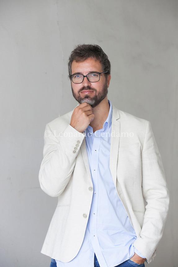 Pedro Chagas è uno scrittore, giornalista e insegnante di scrittura creativa portoghese. Scrive romanzi, racconti, cronache e tanti altri testi. Pordenonelegge settembre 2016. © Leonardo Cendamo