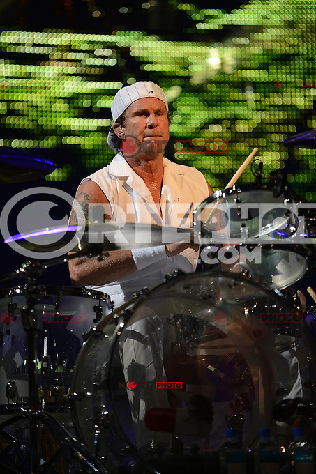 *SUNRISE,FL-APRIL-02*Chad Smith de The Red Hot Chili Peppers lleva a cabo en el BankAtlantic Center el 2 de abril de 2012 en Sunrise, Florida.(*Foto:©NORTEPHOTO/MPI10/MediaPunch*Inc*)