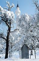 Bosnia and Herzegowina. Republika Serpska. Srebrenica. The muslim mosque and a moslem tom in the graveyard. Winter season. © 2005 Didier Ruef