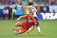 FUSSBALL WM 2014  VORRUNDE    GRUPPE E     Schweiz - Frankreich                   20.06.2014 Xherdan Shaqiri (vorn, Schweiz) gegen Patrice Evra (hinten, Frankreich)