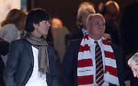 FUSSBALL   CHAMPIONS LEAGUE SAISON 2011/2012  HALBFINALE  RUECKSPIEL      Real Madrid - FC Bayern Muenchen           25.04.2012 Trainer Joachim LOEW (li, Deutschland) und Praesident Uli Hoeness (re, FC Bayern Muenchen) zu Gast auf der Ehrentribuene