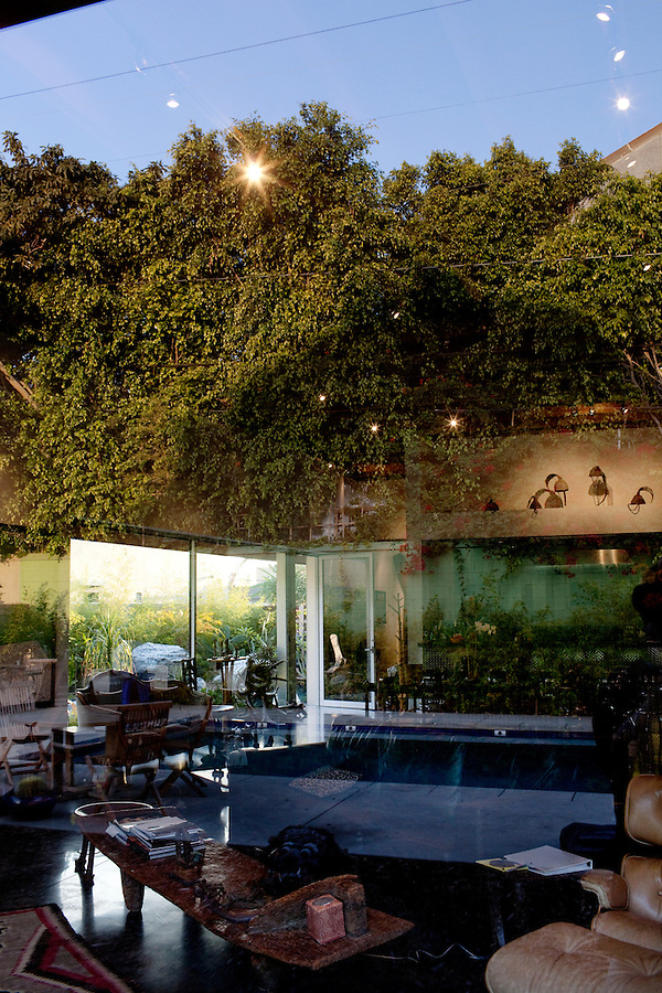 Los Angeles, California, November 14, 2009 - A view of the living area from the back yard of Ernie and Diane Wolfe. The home is based on a Quonset hut. The Wolfe's own the Ernie Wolfe Gallery and are the most reknowned African at dealers in the country. ..CREDIT: Daryl Peveto/LUCEO for The Wall Street Journal.Homefront - Ernie Wolfe #1348