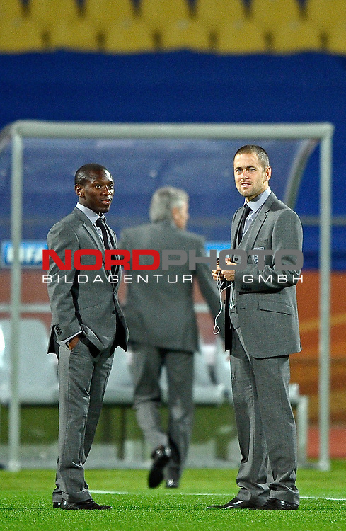 12.06.2010, Royal Bafokeng Stadium, Rustenburg, RSA, FIFA WM 2010, England (ENG) vs USA (USA), im BildShaun Wright Phillips &amp; Joe Cole inspeact the pitch prior to kick off,  Foto: nph /    Mark Atkins *** Local Caption *** Fotos sind ohne vorherigen schriftliche Zustimmung ausschliesslich f&uuml;r redaktionelle Publikationszwecke zu verwenden.<br /> <br /> Auf Anfrage in hoeherer Qualitaet/Aufloesung