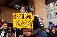 Roma 5 Dicembre 2009.No Berlusconi  Day.Manifestazione  per chiedere le dimissioni di Silvio Berlusconi e del suo Governo,la manifestazione è stata  organizzata dai blogger..Rome, December 5, 2009.No Berlusconi Day.Demonstrations  to demand the resignation of Silvio Berlusconi and Berlusconi's government, the event was organized by bloggers..the banner reads : Berlusconi stink