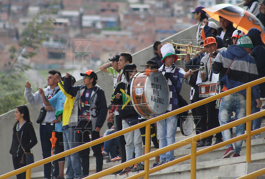 TUNJA -COLOMBIA-8-MAYO-2016.Hinchas  de Boyacá Chico contra  La Equidad durante partido por la fecha 17 de Liga Águila I 2016 jugado en el estadio La Independencia./ Fans of Boyacá Chico against  of  Equidad during the match for the date 17 of the Aguila League I 2016 played at La Independencia stadium in Tunja. Photo: VizzorImage / César Melgarejo  / Contribuidor