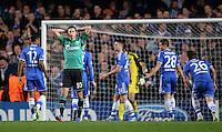 FUSSBALL   CHAMPIONS LEAGUE   SAISON 2013/2014   Vorrunde  in London FC Chelsea - FC Schalke     06.11.2013 Julian Draxler (li, FC Schalke 04) enttaeuscht nach verpasster Torchance