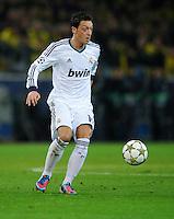 FUSSBALL   CHAMPIONS LEAGUE   SAISON 2012/2013   GRUPPENPHASE   Borussia Dortmund - Real Madrid                                 24.10.2012 Mesut Oezil (Real Madrid) Einzelaktion am Ball