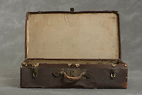 &copy;2012 Jon Crispin<br /> ALL RIGHTS RESERVED<br /> <br /> Willard Suitcases  /  Anna B. H.