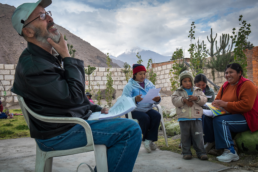 AREQUIPA, PERU - APRIL 3, 2014: Volunteer teaching english in the community of Flora Tristan for HOOP Peru. HOOP Peru is a NGO fully committed to breaking the cycle of poverty by empowering the Flora Tristan families through enhancing their education.