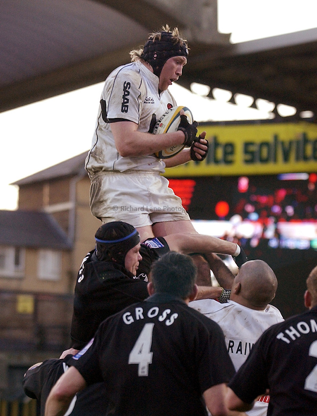 Photo. Henry Browne..19/12/2004..Saracens v Newcastle Falcons Powergen Cup...Iain Fullarton collects a lineout..