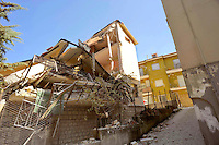 L'Aquila 6 Aprile 2009.Terremoto all'Aquila.Palazzo lesionato  in via XX Settembre.Earthquake to the city of L'Aquila.Building damaged at the street XX Settembre.