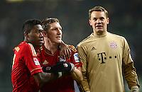 FUSSBALL   1. BUNDESLIGA   SAISON 2012/2013    22. SPIELTAG VfL Wolfsburg - FC Bayern Muenchen                       15.02.2013 Schlussjubel: David Alaba, Bastian Schweinsteiger und Torwart Manuel Neuer (v.l., alle FC Bayern Muenchen)