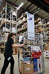 Nederland, Waalwijk, 1-12-2012 -  Top kerstdrukte bij het distributiecentrum van internet winkel Bol.com .  FOTO: Gerard Til