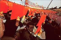 """RUMAENIEN, 23.08.1982.Bukarest.""""Ode to Romania"""", big stadium show, placards up, books down. .Text hinten: """"Es lebe die Rumaenische Kommunistische Partei, an der Spitze ihr Generalsekretaer, Genosse Nicolae Ceausescu!"""".© Andrei Pandele/EST&OST"""